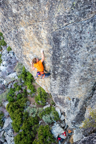 Pete Fasoldt climbing On The Outskirts of Hope (5.12b) at Star Walls on Donner Summit.